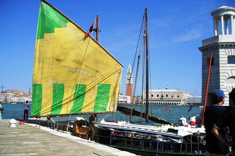 barca tradizionale bragozzo a venezia